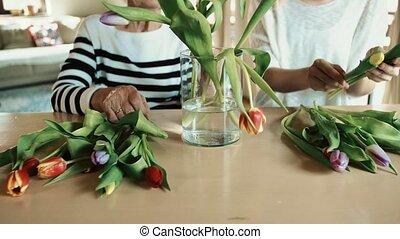 vase., kleindochter, bejaarden, grootmoeder, het putten,...
