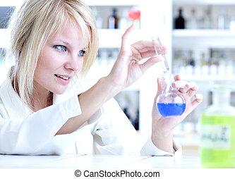 vasthouden, onderzoeker, buis, retort, op, experimenten, ...