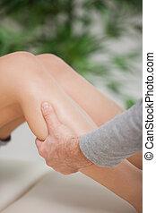 vasthouden, osteopath, kalf, patiënt