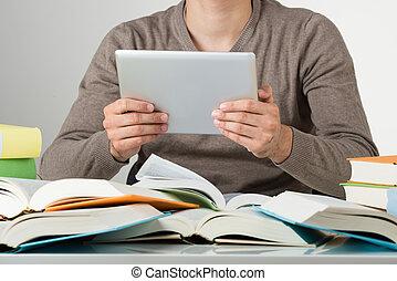 vasthouden, tablet, studerend , terwijl, student, digitale , tafel