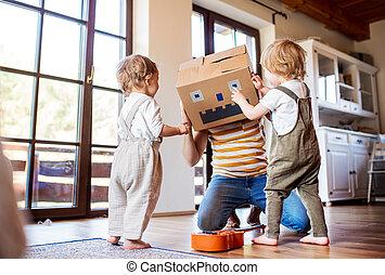 vater, zwei, spielende , innen, kleinkind, home., kinder