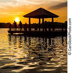 vatten, gazebo, och, solnedgång