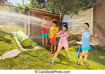 vatten, lek, vänner, trädgård, strid, gevär