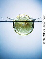 vatten, skiva, citron