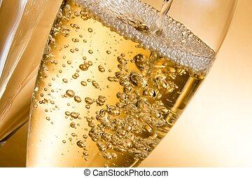 vazio, copos champanha, e, um, sendo, enchido