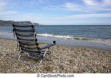 vazio, sunbed, com, vidro vinho vermelho, praia