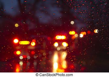 veículos emergência, intermitente, através, um, molhados, pára-brisa, escura
