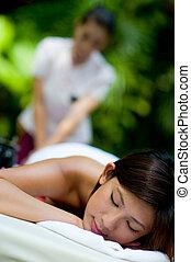 ve volné přírodě, masáž
