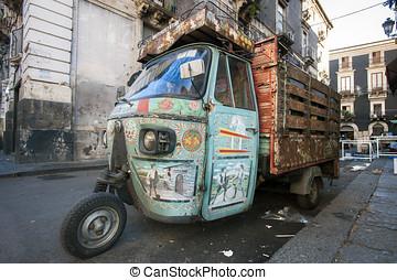 vecchia motoape piaggio, Catania, Sicilia, Italia
