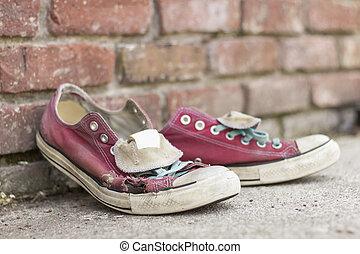 vecchie scarpe tennis, portato