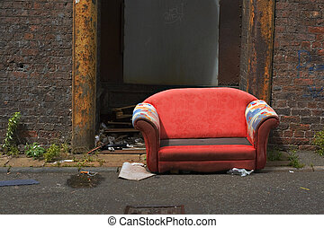 vecchio, abbandonato, divano, in, un, industriale, vicolo,...