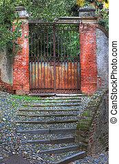 vecchio, arrugginito, cancello, saluzzo., scale, pavimentato
