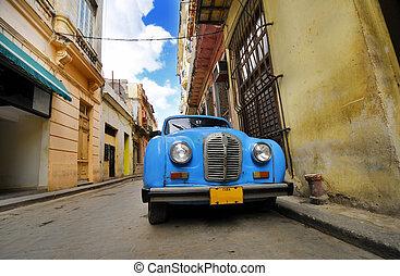 vecchio, automobile, in, colorito, avana, strada