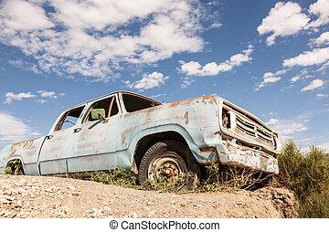 vecchio camion, abbandonato