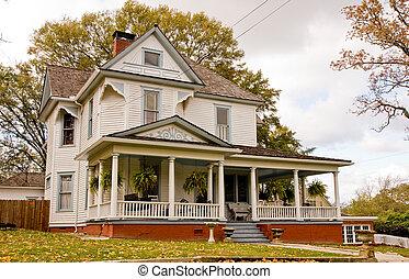 vecchio, casa, con, piante, su, veranda