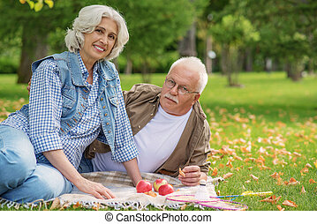 vecchio, coppia, sposato, godere, fine settimana, gioioso