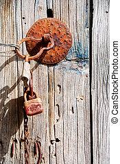 vecchio, legno, arrugginito, porta, lucchetto