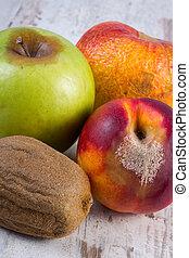 vecchio, mela, pesca, legno, guastato, tavola, bianco, kiwi