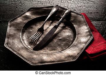 vecchio, peltro, piastra, con, utensili mangiare