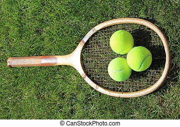 vecchio, racchetta tennis, su, erba, corte