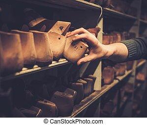 vecchio, shelves., legno, vendemmia, vario, scarpa, lasts, ...