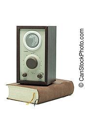 vecchio, vendemmia, isolato, libro, altoparlante, fondo, bianco