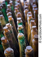 vecchio, verticale, molti, vista superiore, bottiglie, composizione, vino