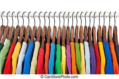 veelkleurig, kleren, op, houten, hangers