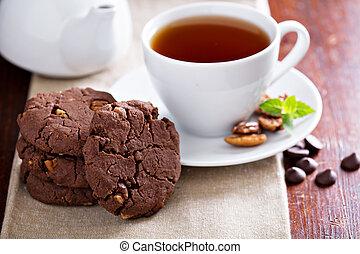 Vegan chocolate pecan cookies