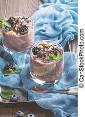 chocolate chia pudding with banana