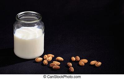 Vegan milk from pistachios