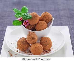 Vegan raw truffles - Vegan raw chocolate and maca truffles ...