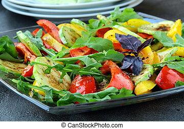 vegetais grelhados, salada