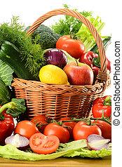 vegetales, en, cesta de mimbre