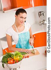 vegetali penetranti, donna, giovane, cucina