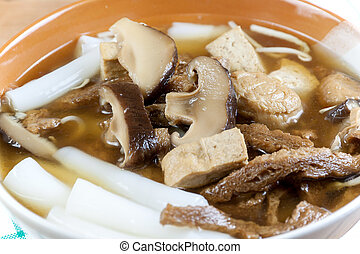 Vegetarian chinese roll noodle soup
