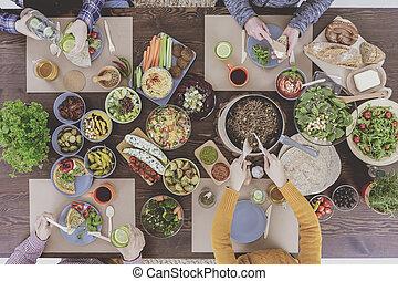 Vegetarian family eating healthy dinner - Vegetarian family ...