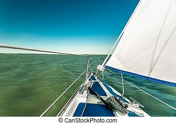 velero, en, el, agua