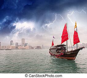 veliero, incrocio, il, mare, appresso, uno, città, durante,...