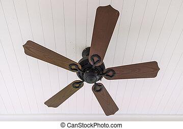 vendange plafond bois ventilateur. Black Bedroom Furniture Sets. Home Design Ideas
