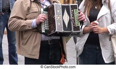vendange, homme joue accordéon