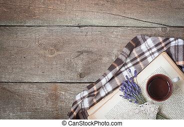 vendange, livre, tasse thé, lavande, plaid., composition, sur, les, bois, fond