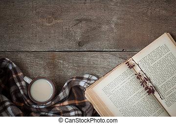 vendange, livre, tasse thé, vieux, fleurs, plaid., composition, sur, les, bois, fond