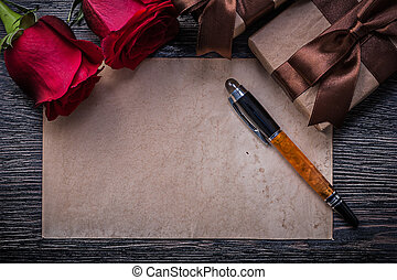 vendange, papier, roses rouges, cases don, stylo fontaine