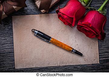 vendange, papier, roses rouges, présent, boîtes, stylo fontaine