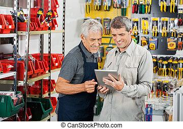 vendedor, e, cliente, usando, tabuleta, computador