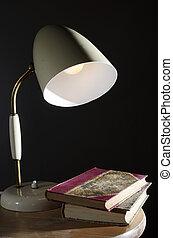 vendemmia, lampada, libri, tavola, pochi