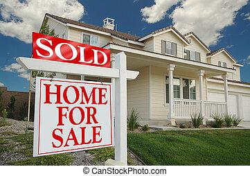 vendido, hogar, para el signo de liquidación