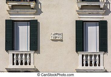 venetian winged lion ona facade