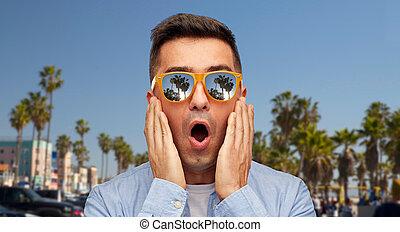 venezia, sopra, sorpreso, occhiali da sole, uomo, spiaggia